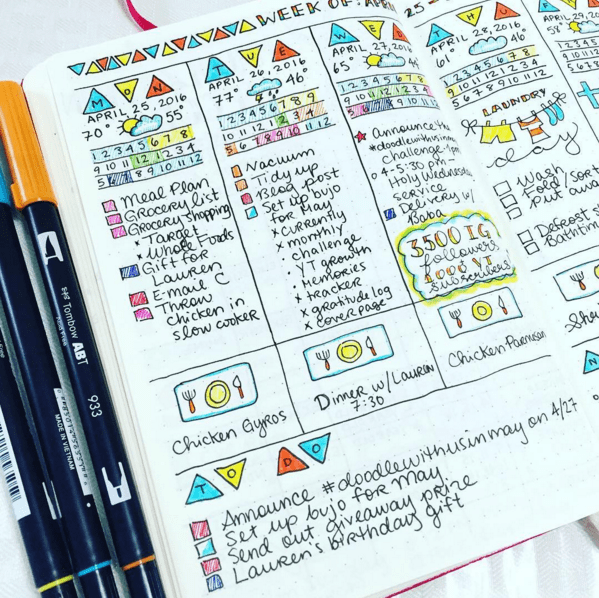 These bullet journal weekly spread ideas are incredible inspiration! I needed some creative tips on how to start a bujo, including how to setup my pages, so this list is amazing. The fonts and doodles used are awesome - they'll be key to doing my own lettering! I especially love the simple, minimalist ones #bulletjournal #organization #bujo #weeklyspread